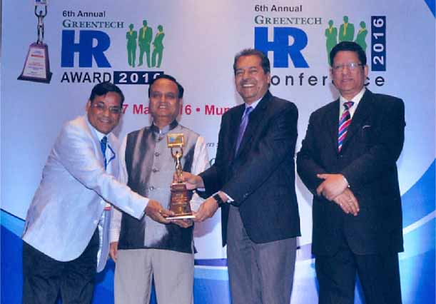 Dr. P M Johri, CGM (HR&A), Goa Shipyard Limited Presented With Greentech HR Award