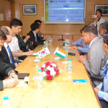 28 Mar Myoung Jin Chang Minister DAPA South Korea Delegation during DEFEXPO DSC 0010