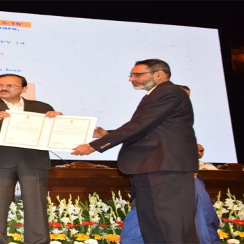 CMD (GSL) receiving Raksha Mantri's Award for Excellence 2015-16 for Best Performing Shipyard among Shipyards from Hon'ble RM Shri Arun Jaitley