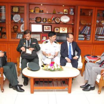 28 Mar Myoung Jin Chang Minister DAPA South Korea Delegation during DEFEXPO DSC 0007