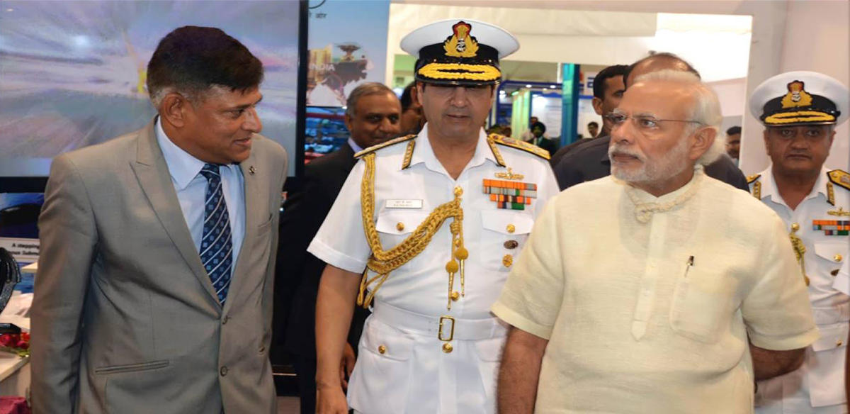 CMD GSL explaining 'Make in India' Vision of GSL to Prime Minister