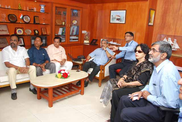 Hon'ble Raksha Mantri Shri Manohar Parrikar Laudes GSL's Make In India Efforts And Exhorts For Timely Delivery In His Maiden Visit To Gsl On 14th Nov 2014
