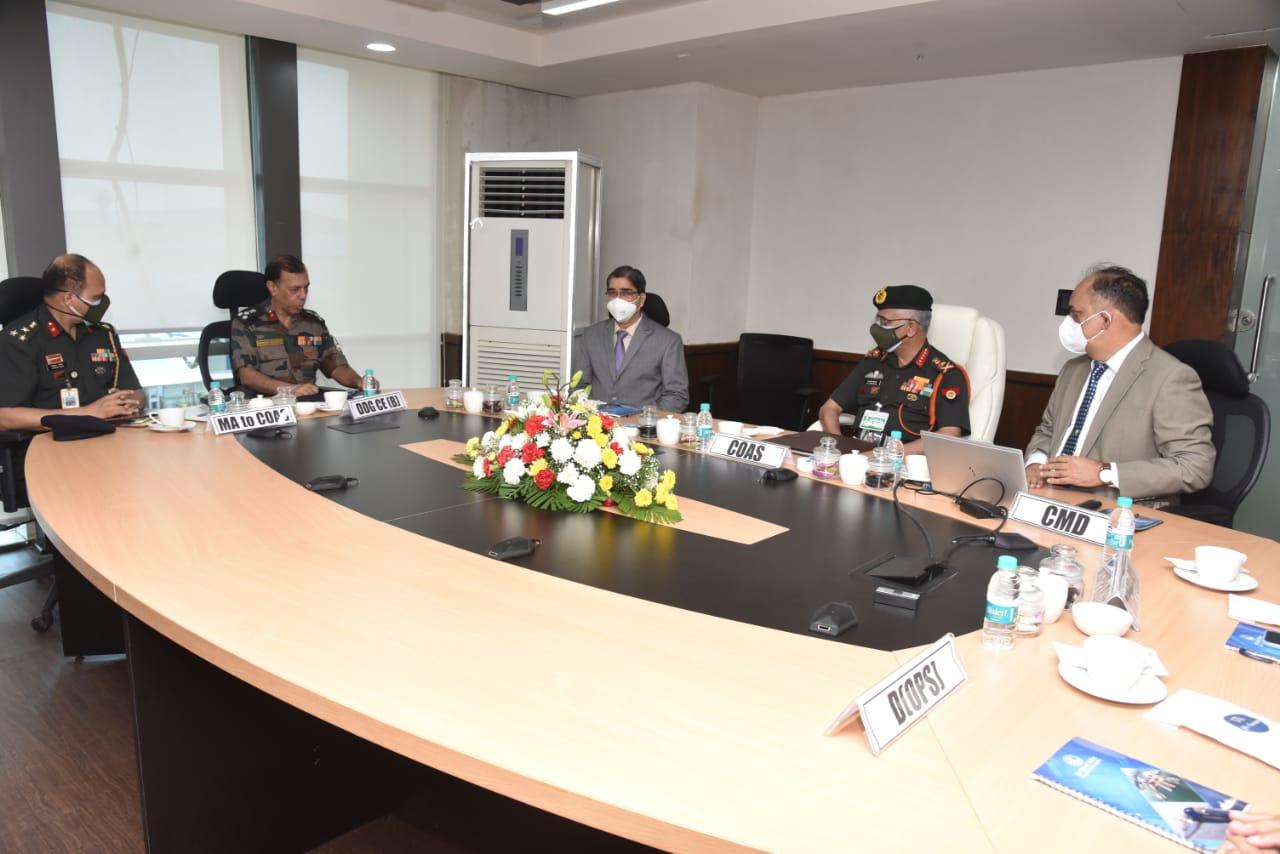 जनरल मनोज मुकुंद नरवणे पीवीएसएम, एवीएसएम, एसएम वीएसएम, एडीसी, सीओएएस ने गोवा शिपयार्ड लिमिटेड का दौरा किया