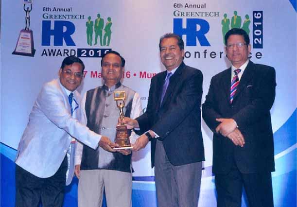 Dr. P M Johri, CGM (HR&A), Goa Shipyard Limited Presented With Greentech HR Award